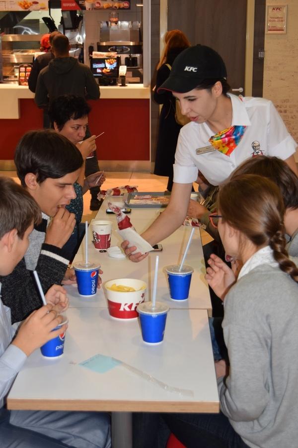 Экскурсия в KFC детей из интерната №3
